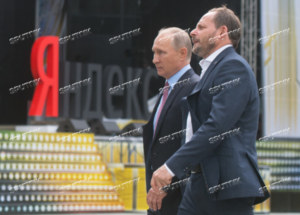President Putin visits Yandex IT company's office
