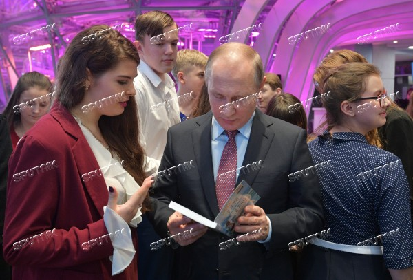 President Putin meets with students who wrote best essays about 'Russia Focused on the Future'