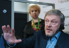 Yavlinsky's headquarters prepares to file signature sheets with Central Election Commission