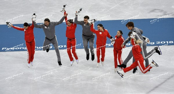 2018 Winter Olympics. Figure skating. Teams. Flower ceremony