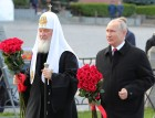 President Vladimir Putin lays flowers at Monument to Minin and Pozharsky