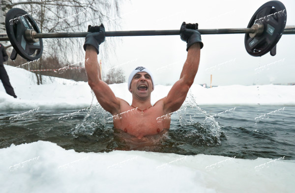 Russia Ice Hole Barbell Lifting