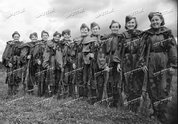 SNIPERS GIRLS VOLUNTEERS