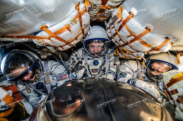 ISS capsule carries Olympic torch to Earth