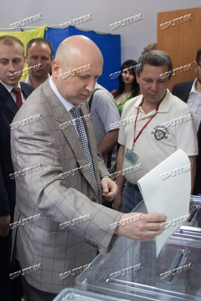 Ukraine votes in early presidential election