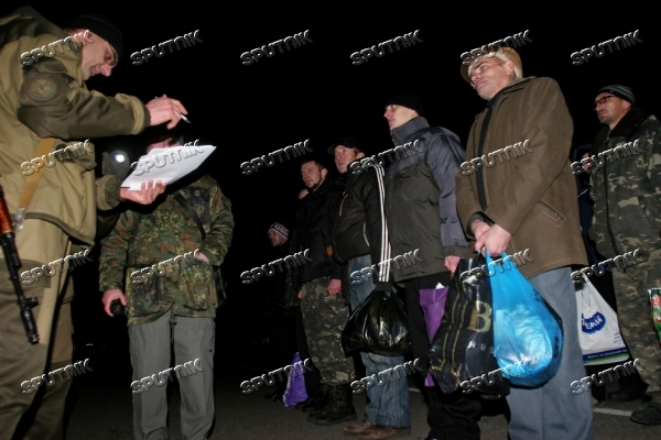 Prisoner exchange between people's militia and special forces in Donetsk suburb