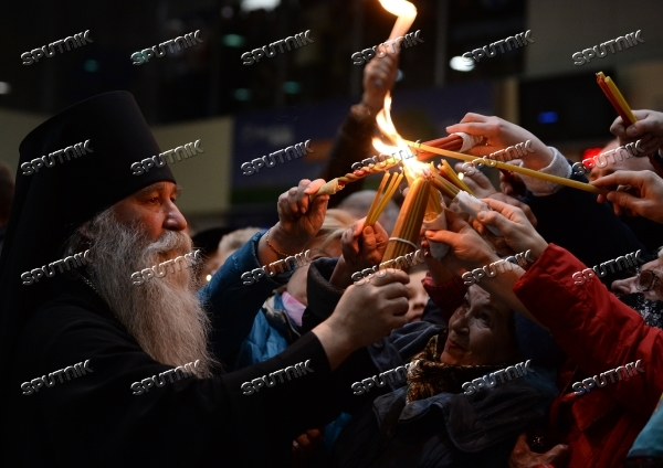 Holy Fire delivered to Moscow from Jerusalem