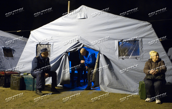 Russian Emergencies Ministry deploys tent comfort stations in Simferopol