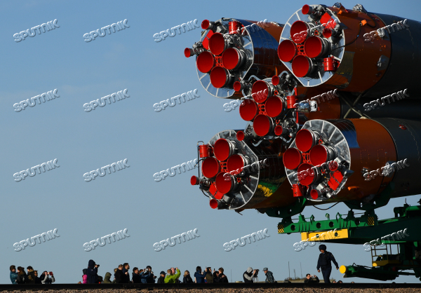 Soyuz FG carrier rocket with Soyuz MS-04 manned spacecraft moved to launch pad