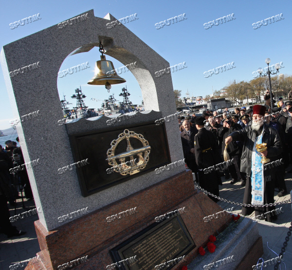 Unveiling monument to submariners of the Pacific fleet