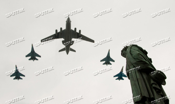 Su-27 tactical fighters and A-50