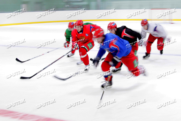 Russian national junior hockey team holds open training session