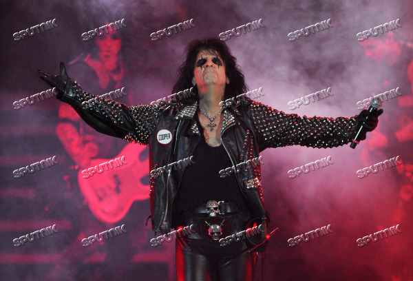 "Alice Cooper performs ""Theater of Death"" show"