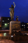 """Waiting One"" monument to sailors' wives unveiled in Murmansk"
