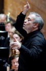 V. Gergiev tests acoustics of Mariinsky Theater's new stage