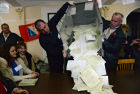 Counting votes of referendum on status of Crimea