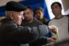 Ukraine votes in early parliamentary election