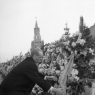 John Gollan laying wreath