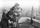 "Anti-aircraft giunners on roof of Hotel ""Moskva"""