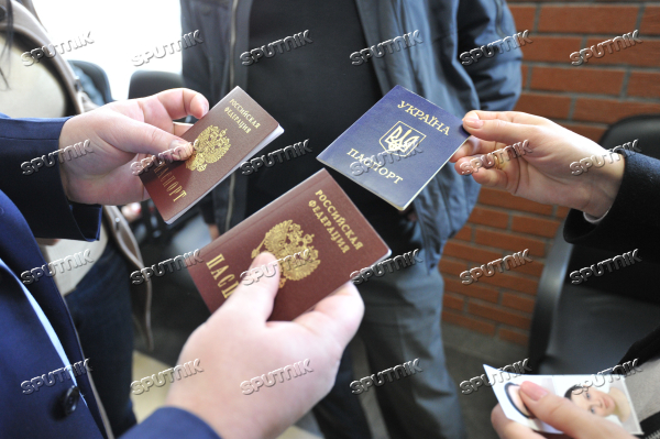 Russia issues passports to Crimean residents
