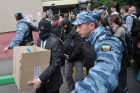 Police search blogger Alexei Navalny's apartment
